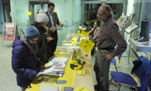 Stand der Stuttgarter Gruppe von amnesty international im Foyer des Hauses der Geschichte